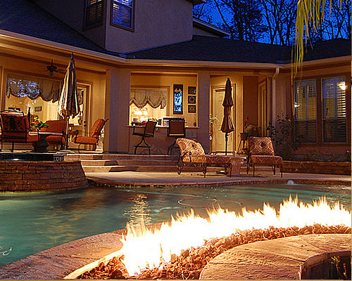 bf-fire-pit-in-pool