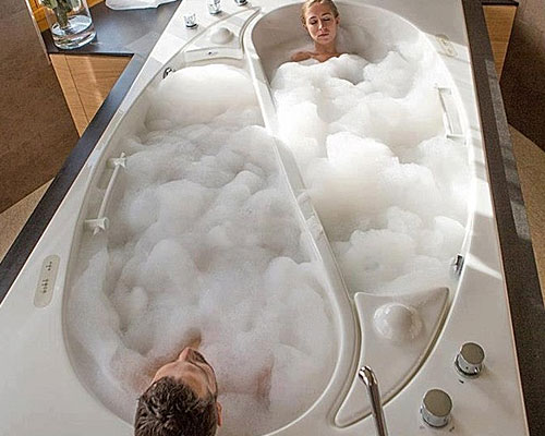 bf-his-hers-tub